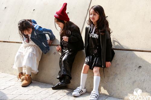 Ngắm street style của những thiên thần nhỏ tại seoul fw - 20