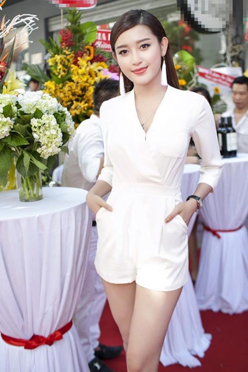 Những chiếc váy trắng làm say đắm lòng người của huyền my - 4