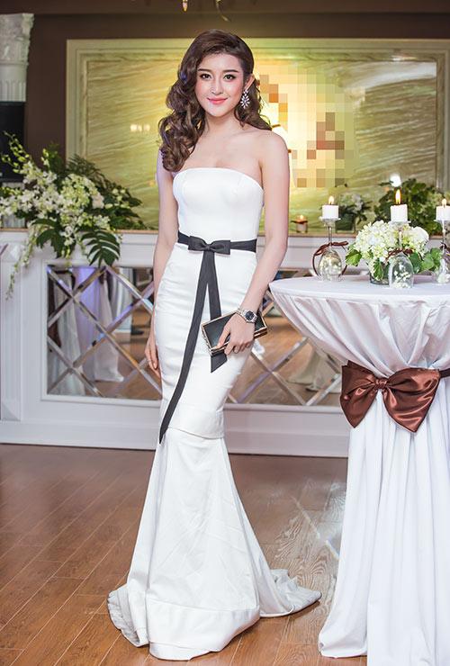 Những chiếc váy trắng làm say đắm lòng người của huyền my - 8