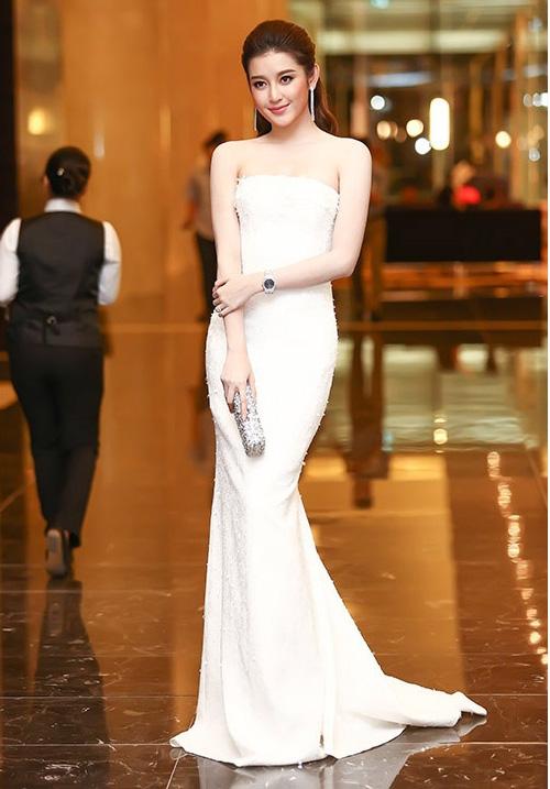 Những chiếc váy trắng làm say đắm lòng người của huyền my - 9