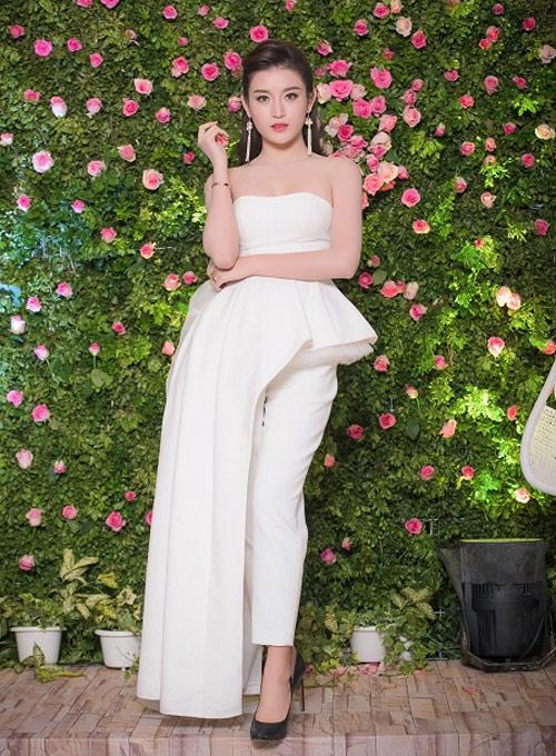Những chiếc váy trắng làm say đắm lòng người của huyền my - 1