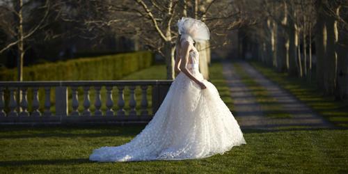Những mẫu váy cưới đẹp nhất mùa xuân 2017 - 1