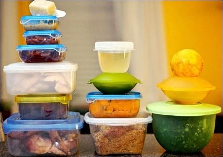 Thói quen đựng đồ ăn nóng trong hộp nhựa đang hại bạn mỗi ngày - 1