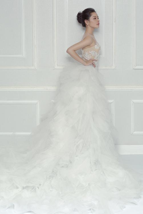 Tuần qua chi pu gây bất ngờ khi diện váy cưới - 2