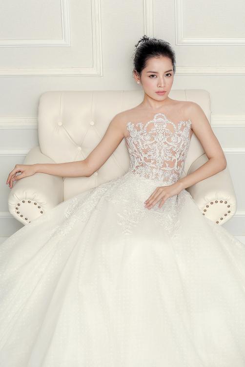 Tuần qua chi pu gây bất ngờ khi diện váy cưới - 1