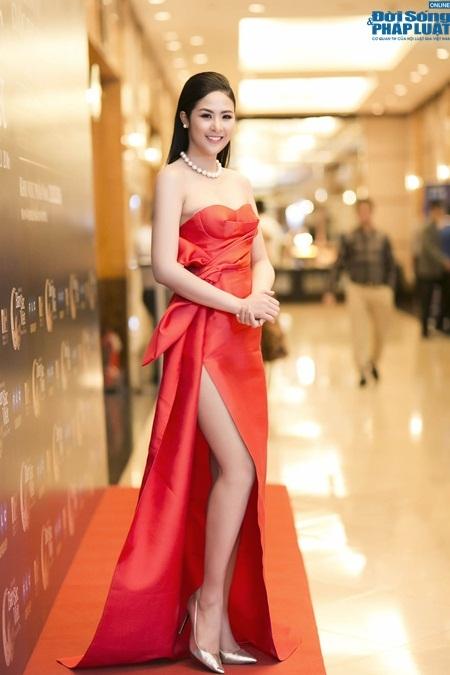Váy tự thiết kế của ngọc hân bị nhận xét kém tinh tế - 3