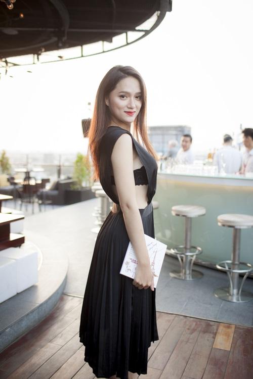 Váy tự thiết kế của ngọc hân bị nhận xét kém tinh tế - 4