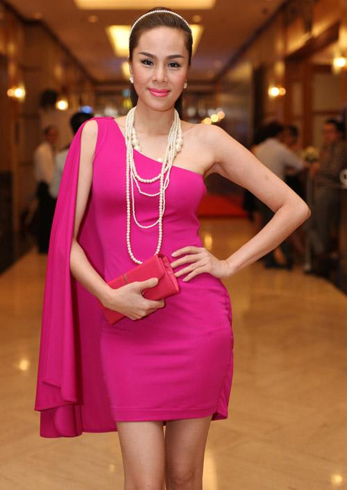 Váy tự thiết kế của ngọc hân bị nhận xét kém tinh tế - 7