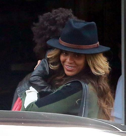 Beyoncé giấu bụng khi đi ăn cùng chồng con - 2