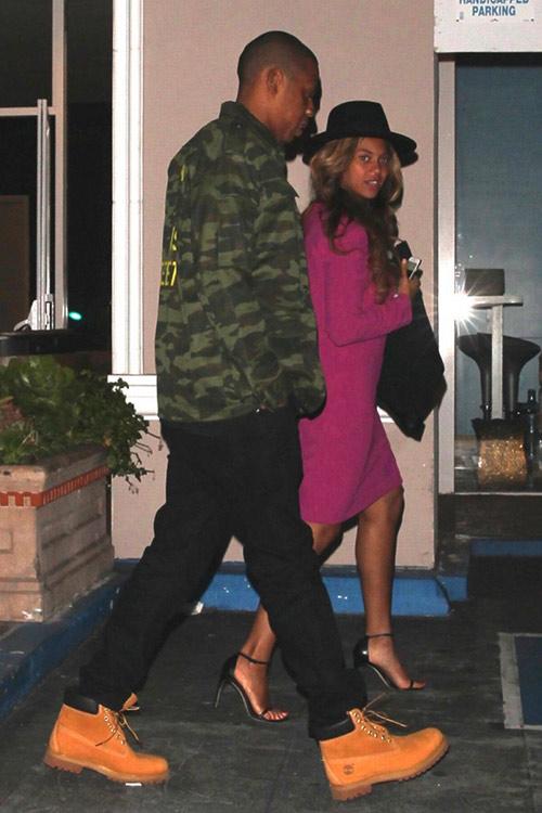 Beyoncé giấu bụng khi đi ăn cùng chồng con - 4