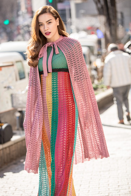 Hồ ngọc hà đốt trăm triệu với váy áo hàng hiệu dạo phố - 2