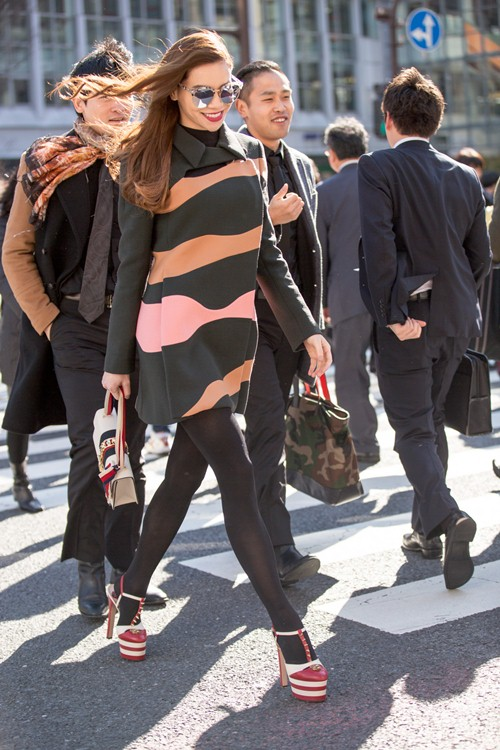 Hồ ngọc hà đốt trăm triệu với váy áo hàng hiệu dạo phố - 15