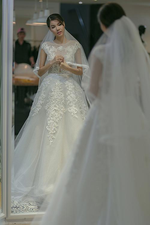 Mạc hồng quân chịu chi mua 4 váy cưới cho kỳ hân - 2
