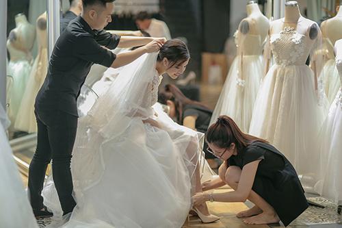 Mạc hồng quân chịu chi mua 4 váy cưới cho kỳ hân - 4