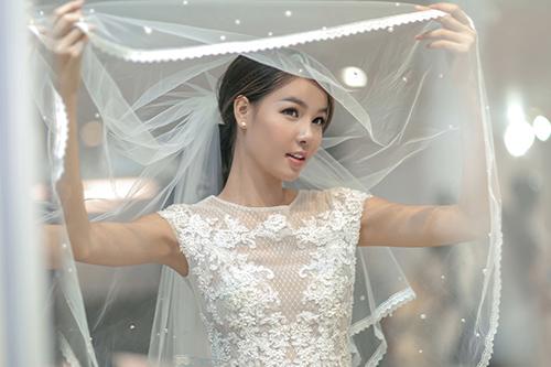 Mạc hồng quân chịu chi mua 4 váy cưới cho kỳ hân - 1