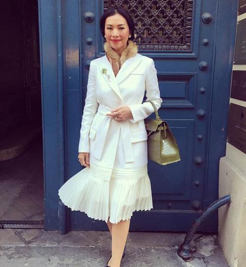 Thời trang xa xỉ của nữ tỷ phú 52 tuổi hot nhất thái lan - 5