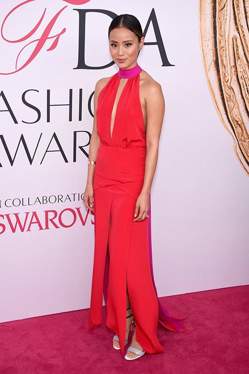 Váy xẻ gợi cảm bị thất sủng trên thảm đỏ cfda awards 2016 - 11