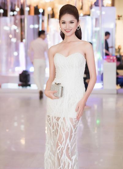 hoa hậu mỹ linh diện mốt corset thanh tú khoe nội y trên thảm đỏ - 5