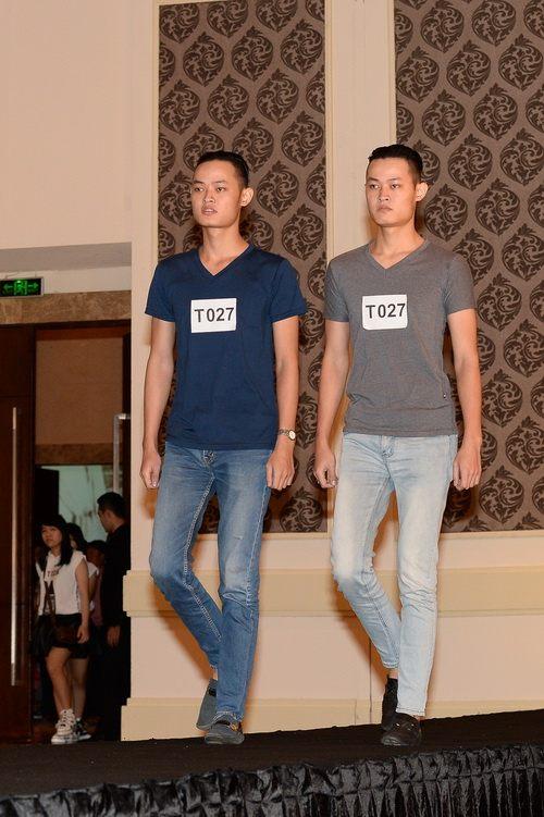 Mẫu sinh đôi gây bão khi rủ casting thời trang - 19