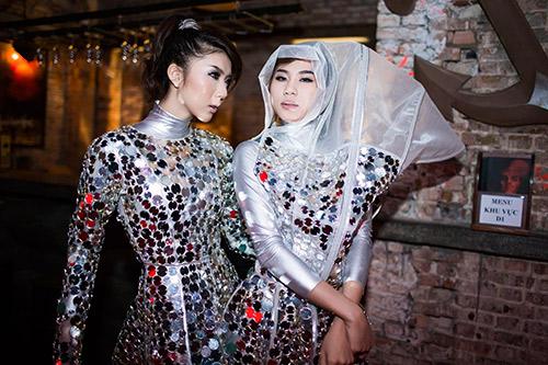 Ngọc quyên chơi trang phục toàn gương - 13