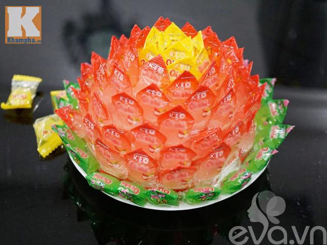 Cách làm hoa sen để ban thờ ngày tết từ kẹo - 11