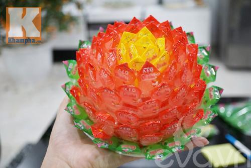 Cách làm hoa sen để ban thờ ngày tết từ kẹo - 12