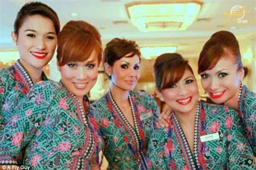 Cùng là tiếp viên hàng không nhưng mỗi quốc gia lại có một vẻ đẹp vô cùng đặc biệt - 12