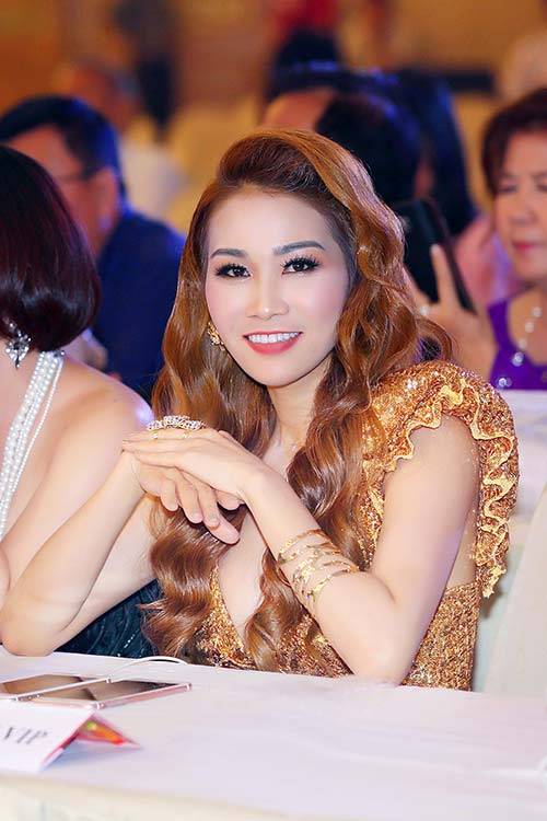 Hoa hậu giáng my đỏ rực khoe dáng bên xuân nguyễn - 7