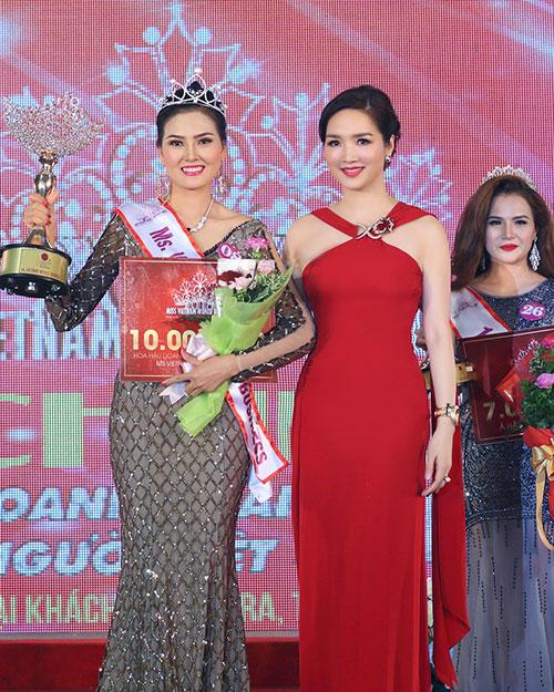 Hoa hậu giáng my đỏ rực khoe dáng bên xuân nguyễn - 11