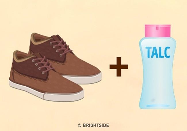 Khi giày mua qua mạng bị chật cứng thay vì than vãn hãy làm ngay các mẹo sau - 3