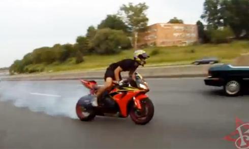quẳng superbike vào bụi rậm ngay sau tai nạn - 1