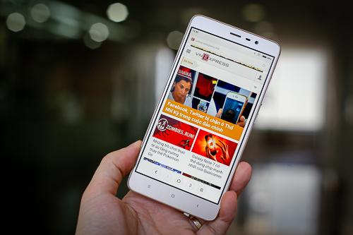 5 smartphone pin lâu tầm giá 4 triệu đồng - 1