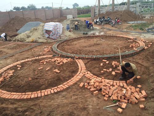 quá trình xây dựng ngôi nhà tròn phủ kín dây leo - 1