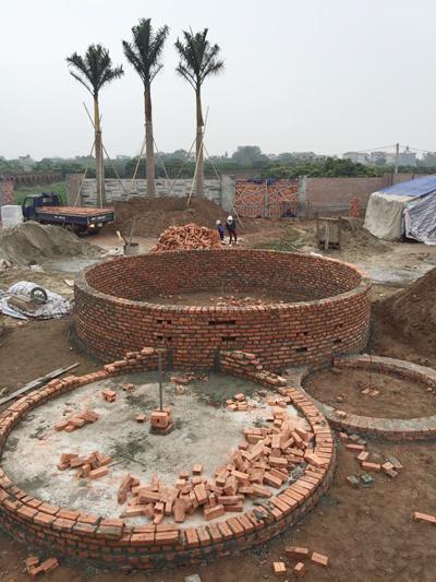 quá trình xây dựng ngôi nhà tròn phủ kín dây leo - 2