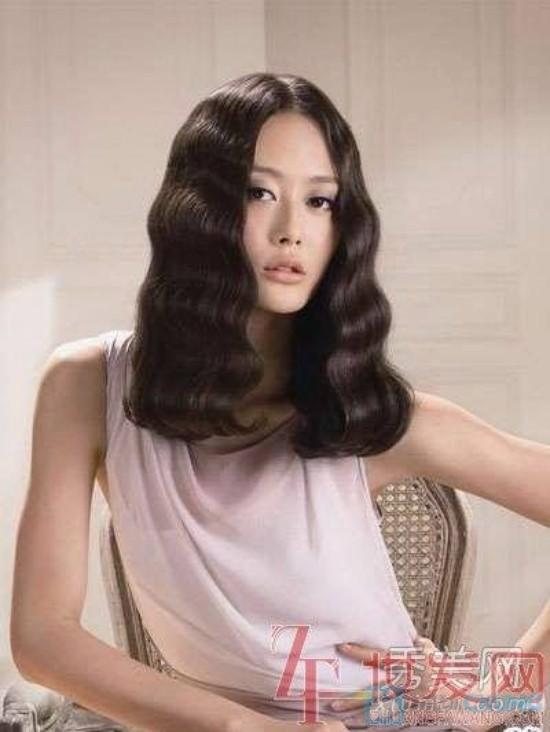 Top 13 kiểu tóc uốn xoăn retro ngang vai cho cô nàng mặt tròn hè 2017 - 13