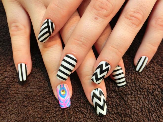 13 kiểu vẽ móng tay nail kẻ sọc đẹp nhất 2017 cho nàng công sở cá tính - 7