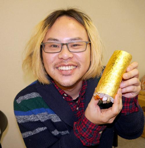 Cuộn sushi bọc vàng có giá gần 100 usd - 4