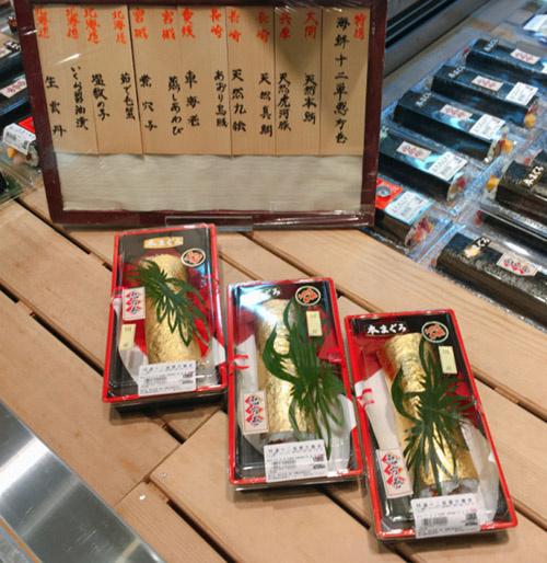 Cuộn sushi bọc vàng có giá gần 100 usd - 5