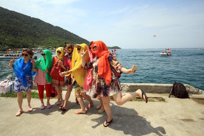 Gần 50 canô diễu hành trên biển cù lao chàm - 11