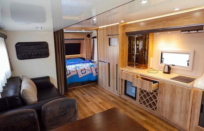 Khách sạn cho tình nhân trên xe buýt - 6