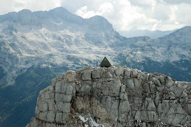 Khách sạn miễn phí chờ khách trên đỉnh núi 2500 mét - 1