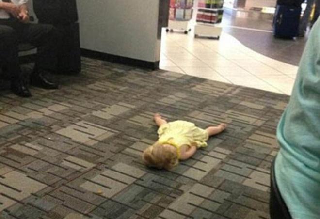 Những bức ảnh cười chảy nước mắt về hành khách tại sân bay - 2