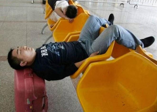 Những bức ảnh cười chảy nước mắt về hành khách tại sân bay - 4