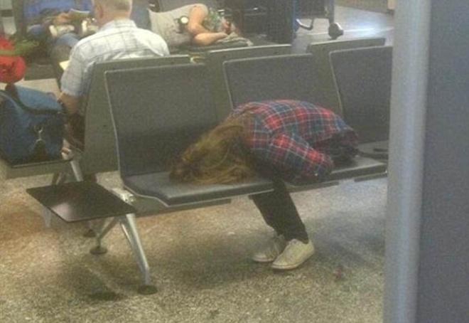 Những bức ảnh cười chảy nước mắt về hành khách tại sân bay - 8