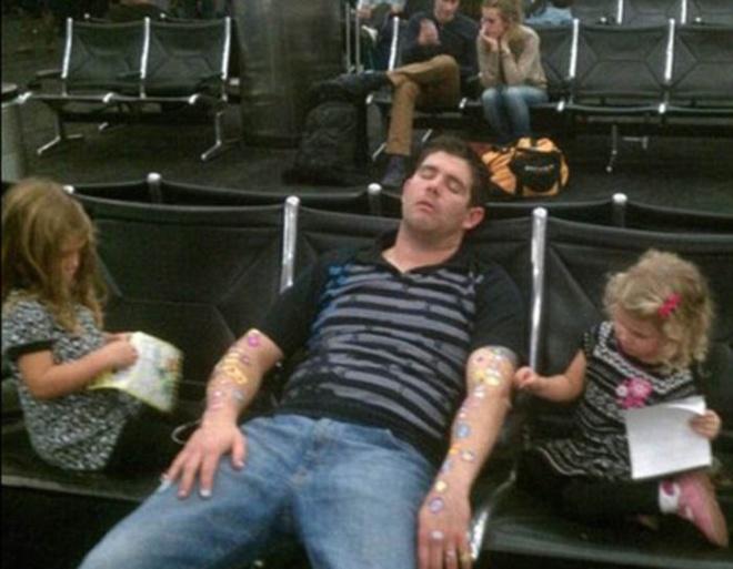 Những bức ảnh cười chảy nước mắt về hành khách tại sân bay - 11