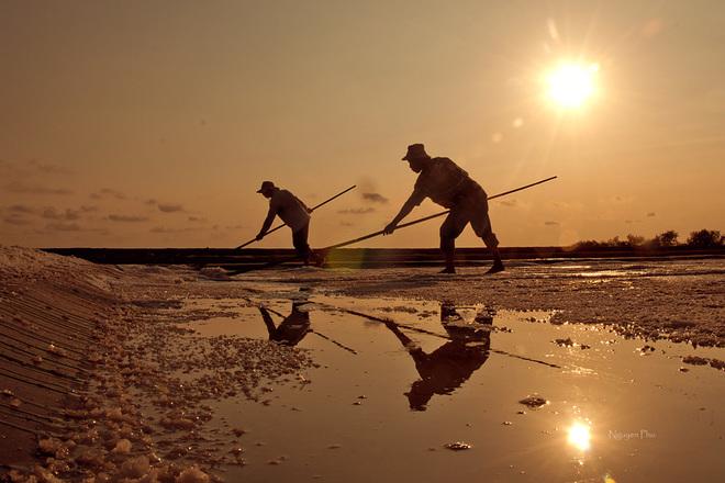 Vẻ đẹp diêm dân trên ruộng muối long điền - 2
