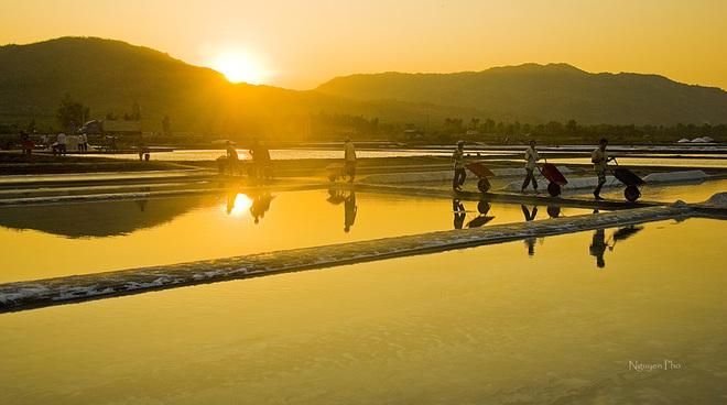 Vẻ đẹp diêm dân trên ruộng muối long điền - 6