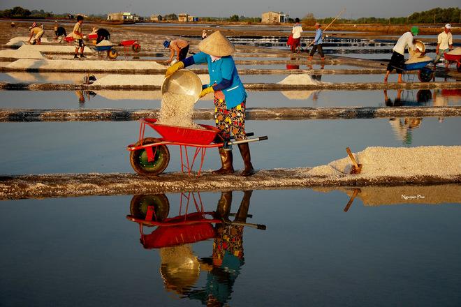 Vẻ đẹp diêm dân trên ruộng muối long điền - 8