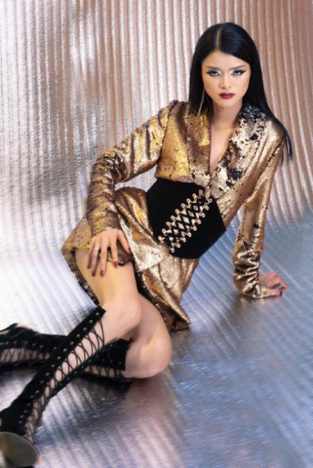 nhung kiko mix đồ cá tính với trang phục ánh kim - 5