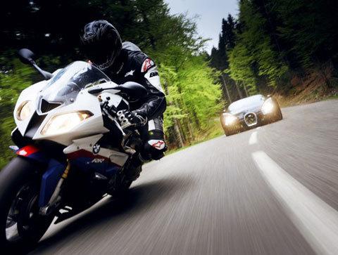 bmw s1000rr đọ sức cùng bugatti veyron 2010 - 1